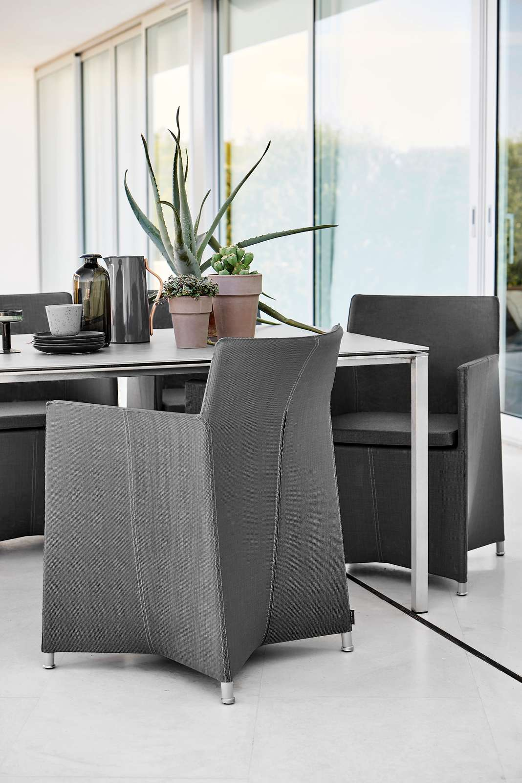 Diamond-chair-grey-Pure-table-stainless