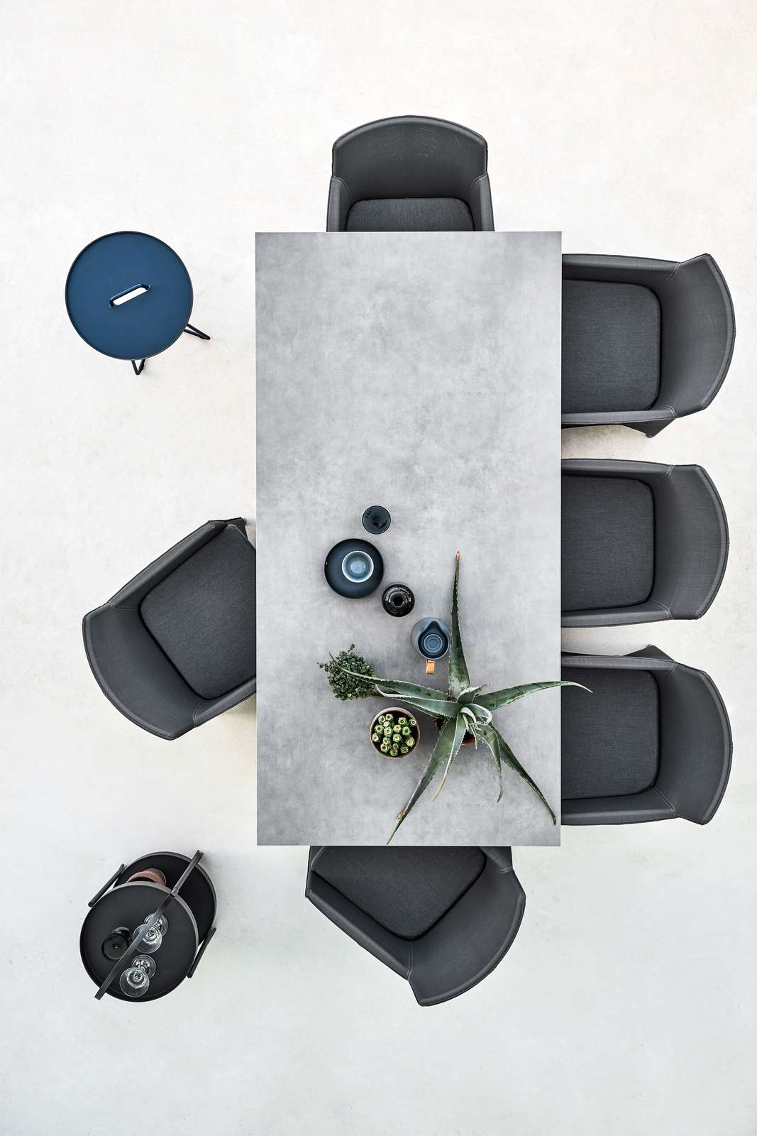 Diamond_chair_grey_Pure_table_concrete_210x100