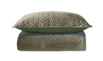 83088193 360x216 - Покрывало на кровать зелёный бархат
